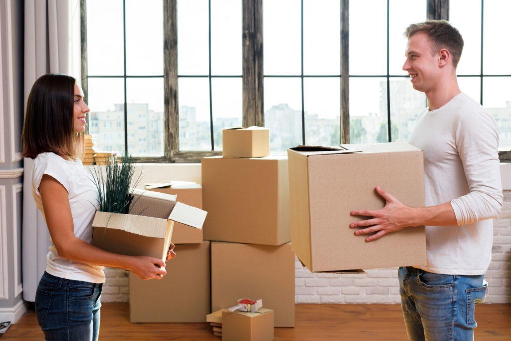 Pomoc przy pakowaniu rzeczy w czasie przeprowadzki